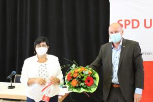 Im Namen der gesamten UnterfrankenSPD dankte Bernd Rützel Rosemarie Lang für Ihre langjährige Arbeit im Bezirksbüro und verabschiedete sie in den wohlverdienten Ruhestand